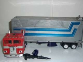 Transformers Original G1 Optimus Prime with Fists and Gun