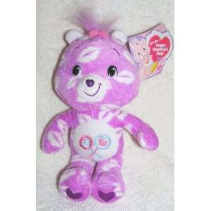 2007 The New Care Bears   Plush 8 Valentines Day Kisses Share Bear