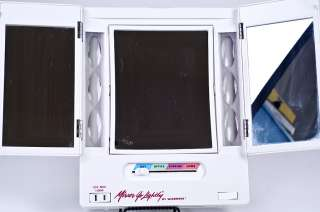 Windmere GO LIGHTLY 3 Way Lighted Outlet Makeup Mirror