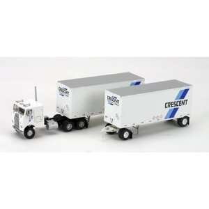 HO RTR Freightliner w/2 28 Trailers Cresent ATH91149